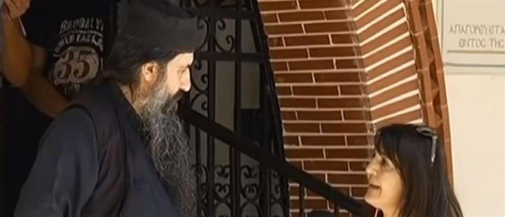 Ιερέας για διακοπή λειτουργίας: η πιστή με την μάσκα ήταν σαν καρναβάλι
