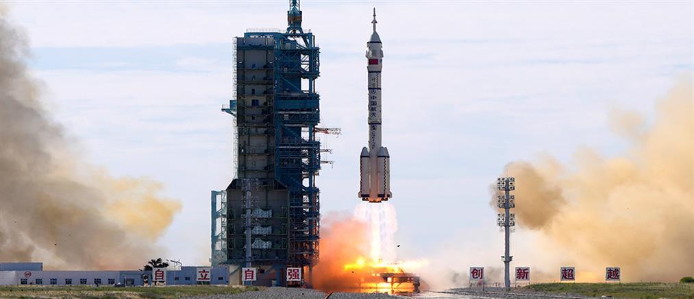 Κίνα: Απογειώθηκε το επανδρωμένο διαστημόπλοιο Shenzhou-12 (εικόνες)
