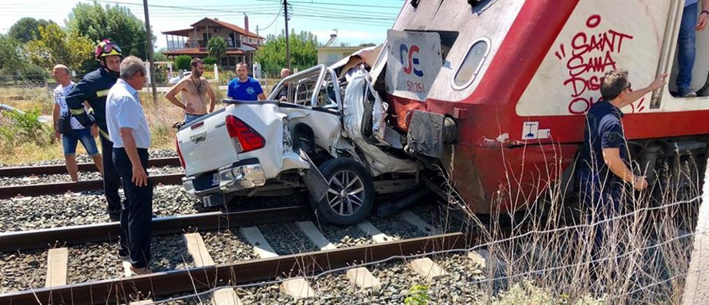 Σύγκρουση τρένου με ΙΧ (εικόνες)