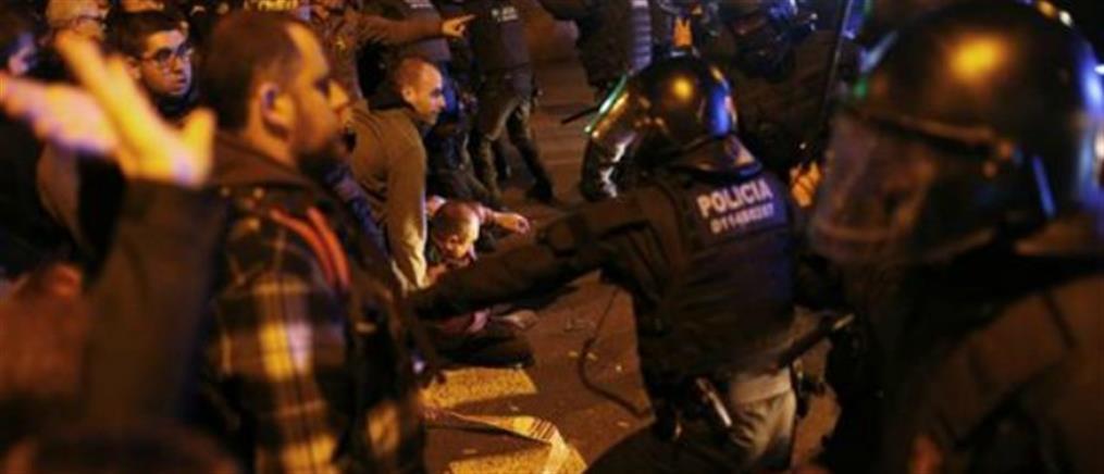 Βίαια επεισόδια στη Βαρκελώνη μετά την φυλάκιση αυτονομιστών πολιτικών