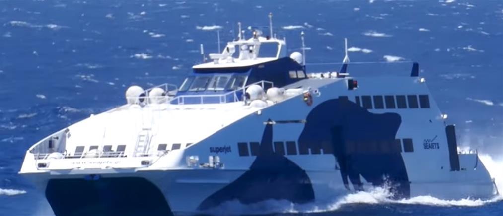 """Βίντεο: η """"μάχη"""" του SuperJet με τεράστια κύματα"""