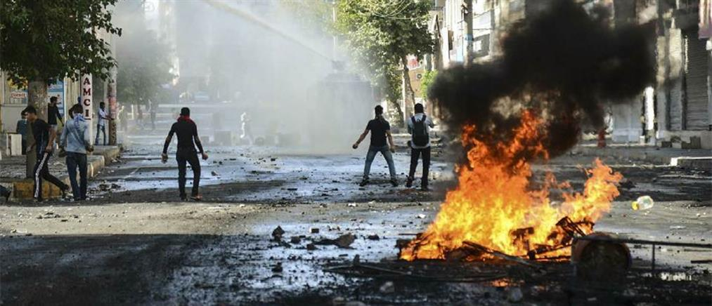 Νέα νύχτα ταραχών με νεκρούς στην Τουρκία