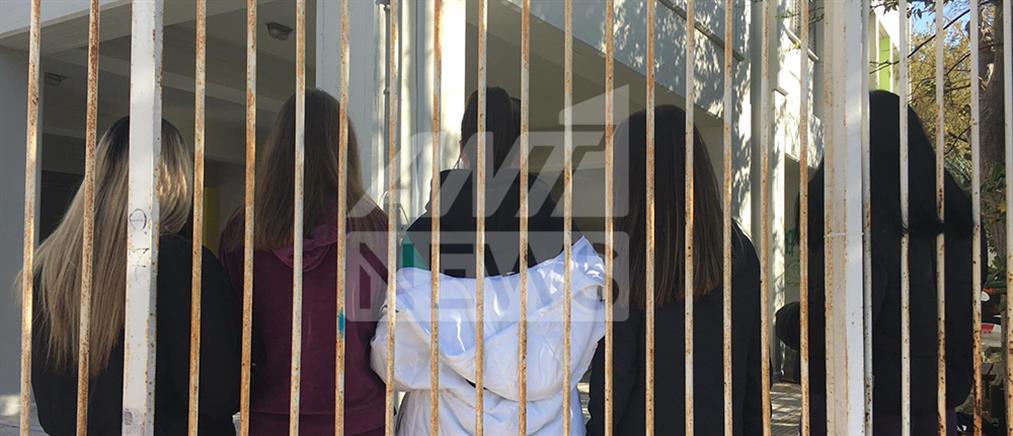 Μαθητές κάνουν κατάληψη επειδή άνοιξαν τα σχολεία κι όχι τα φροντιστήρια