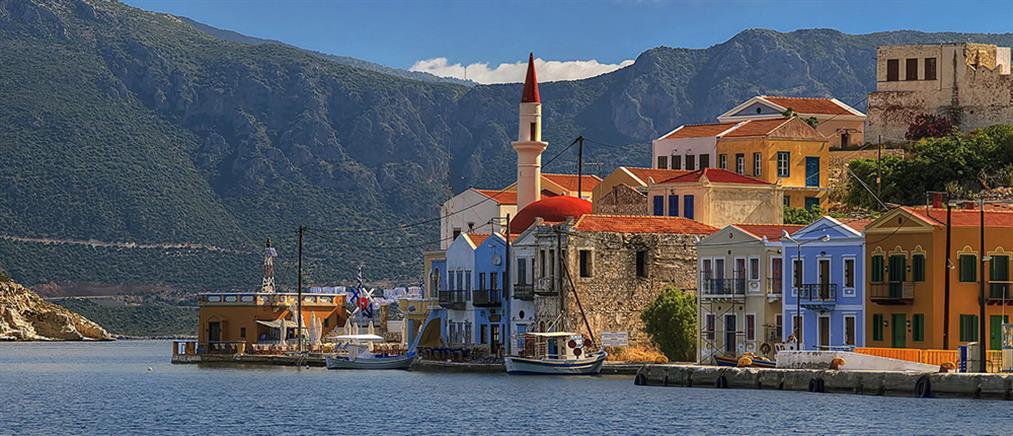 """Η """"Daily Mail"""" αποθεώνει την """"Επιχείρηση Ελευθερία"""": 60 ελληνικά νησιά """"Covid-free"""" μέχρι τέλος Απριλίου"""