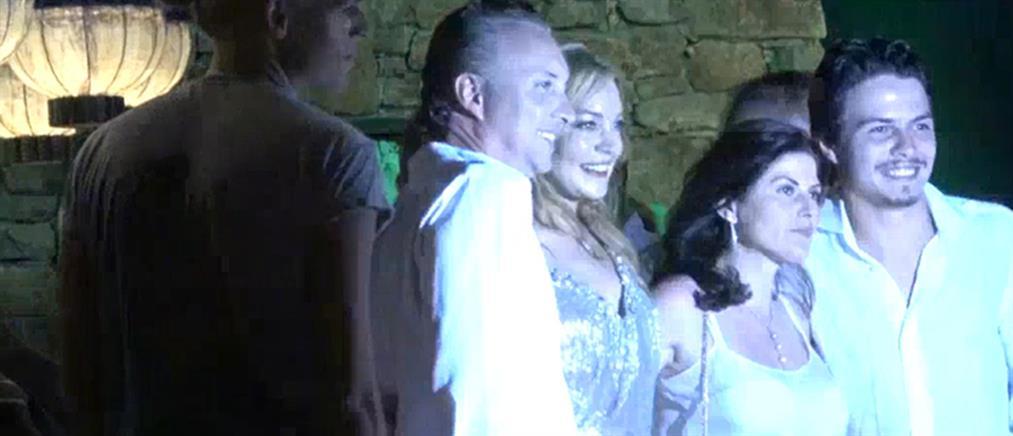 """Τα """"έσπασε"""" στην Μύκονο για τα γενέθλιά της η Λίντσεϊ Λόχαν (βίντεο)"""