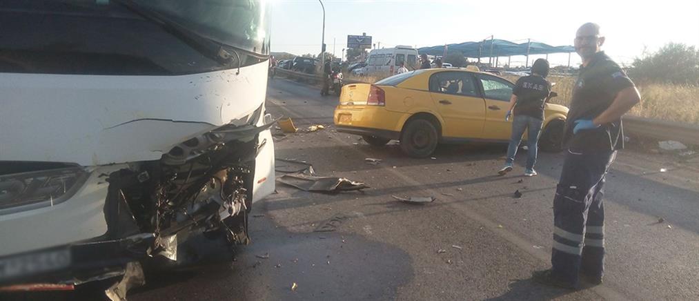 Νεκρός από σύγκρουση ταξί με πούλμαν (φωτο)