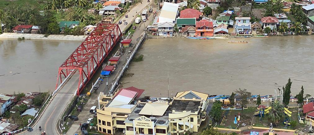 Θρήνος στις Φιλιππίνες μετά τον φονικό τυφώνα (εικόνες)