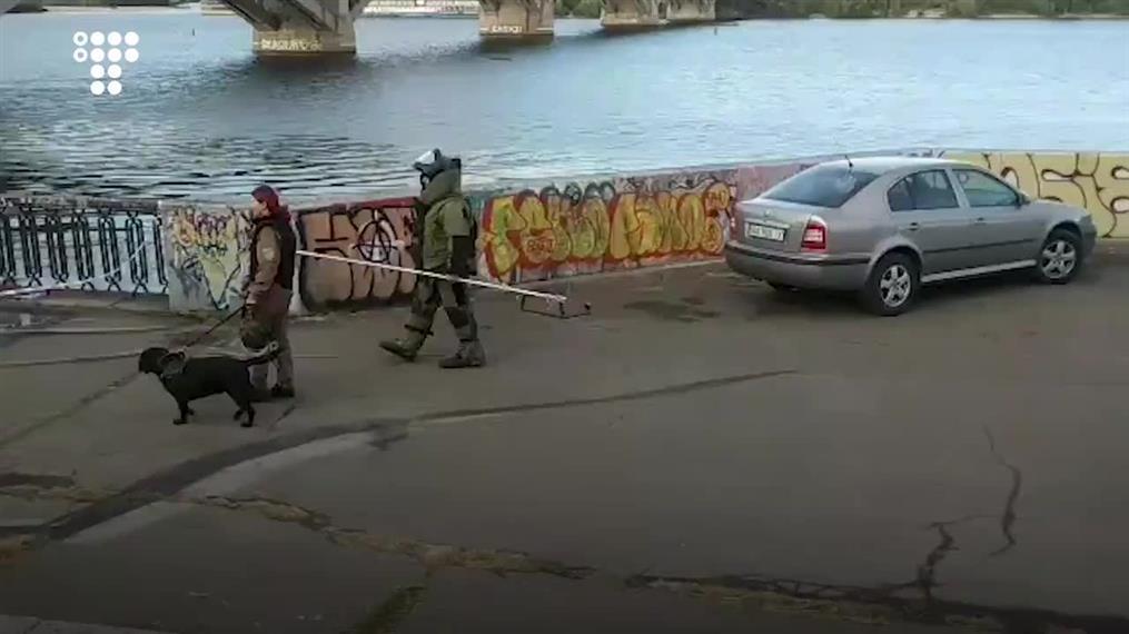Άνδρας απειλεί να ανατινάξει γέφυρα στο Κίεβο
