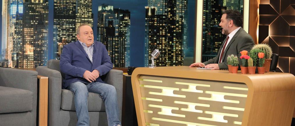 """The 2night Show"": ο Δημήτρης Καμπουράκης και οι 1200 χαρτοκόπτες! (βίντεο)"