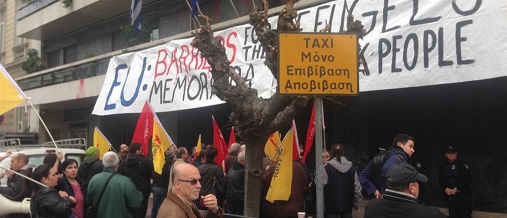 Ο Λαφαζάνης και μέλη της ΛΑΕ εισέβαλαν στα γραφεία της ΕΕ