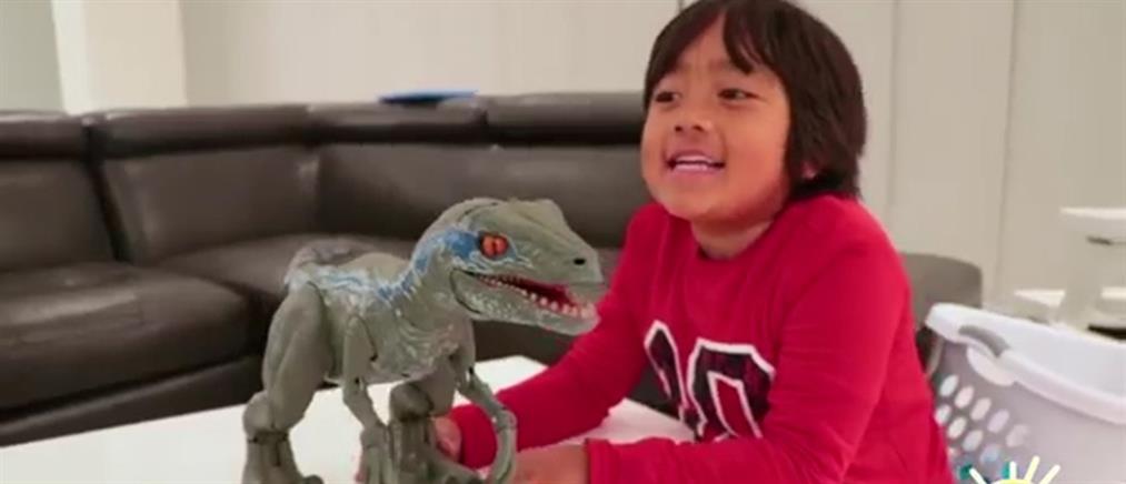 20 εκατ. ευρώ τα κέρδη ενός 7χρονου που… δοκιμάζει παιχνίδια στο YouTube (βίντεο)