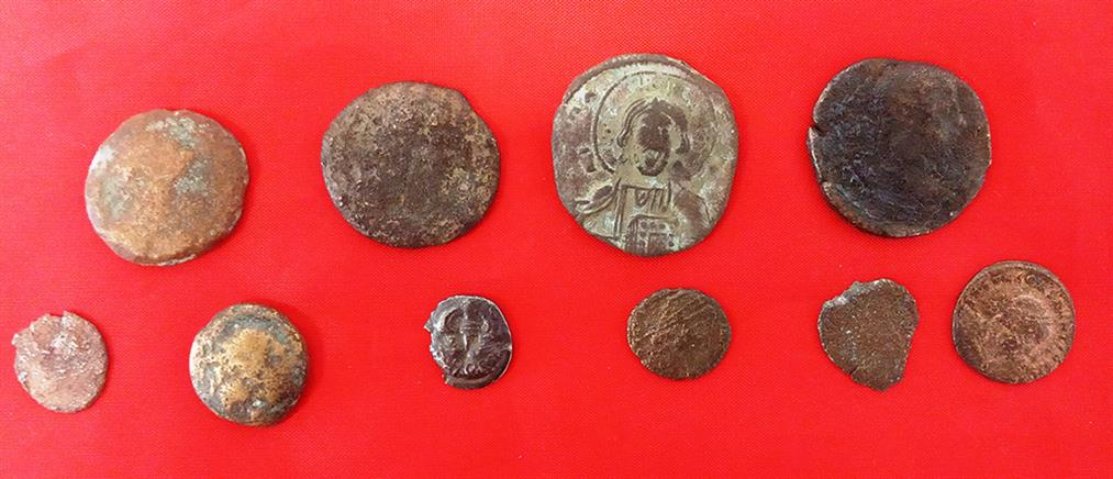 Ηλικιωμένοι είχαν στο σπίτι τους αρχαία νομίσματα