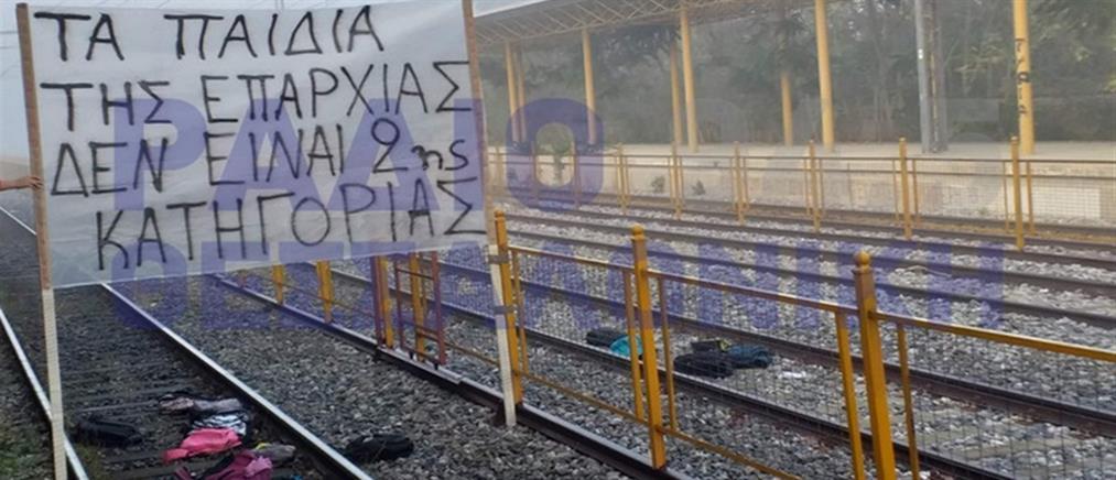 Κατάληψη στη σιδηροδρομική γραμμή Αθήνας – Θεσσαλονίκης (εικόνες)