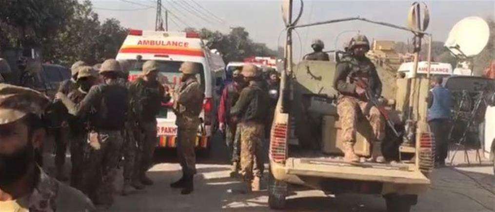 Ένοπλοι εκτέλεσαν 14 ανθρώπους που κρατούσαν ομήρους σε λεωφορείο