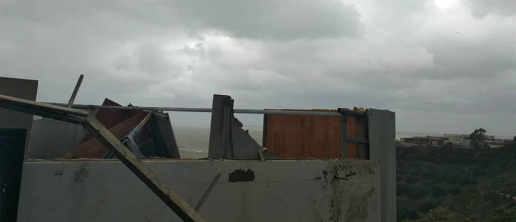 """""""Ηφαιστίων"""": θυελλώδεις άνεμοι """"ξήλωσαν"""" την οροφή σπιτιού (εικόνες)"""