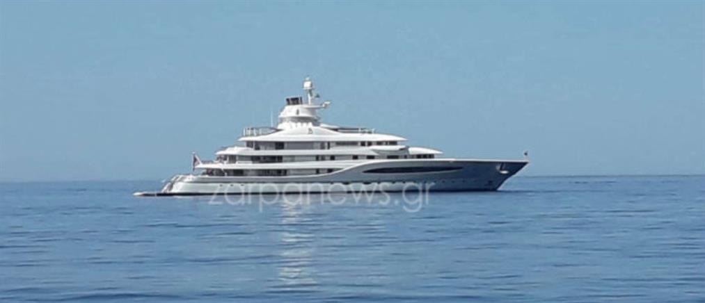 Μεγιστάνας με υπερπολυτελές σκάφος κάνει διακοπές στα Χανιά (εικόνες)