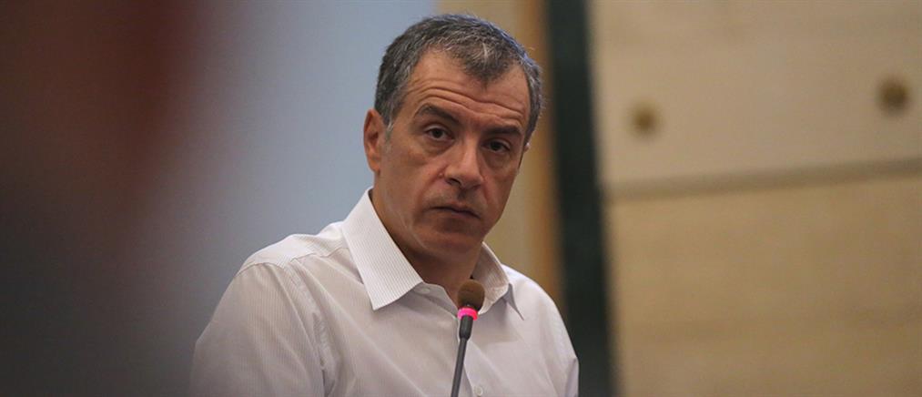 Θεοδωράκης: Κόφτη είχαν οι δεξιοί, οι αριστεροί έχουν δρεπάνι