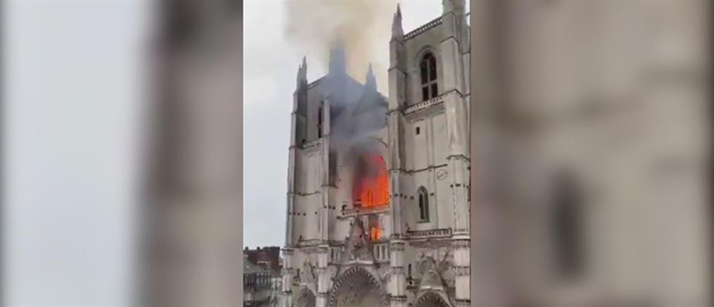 Ναντ: Φωτιά στον καθεδρικό ναό (εικόνες)