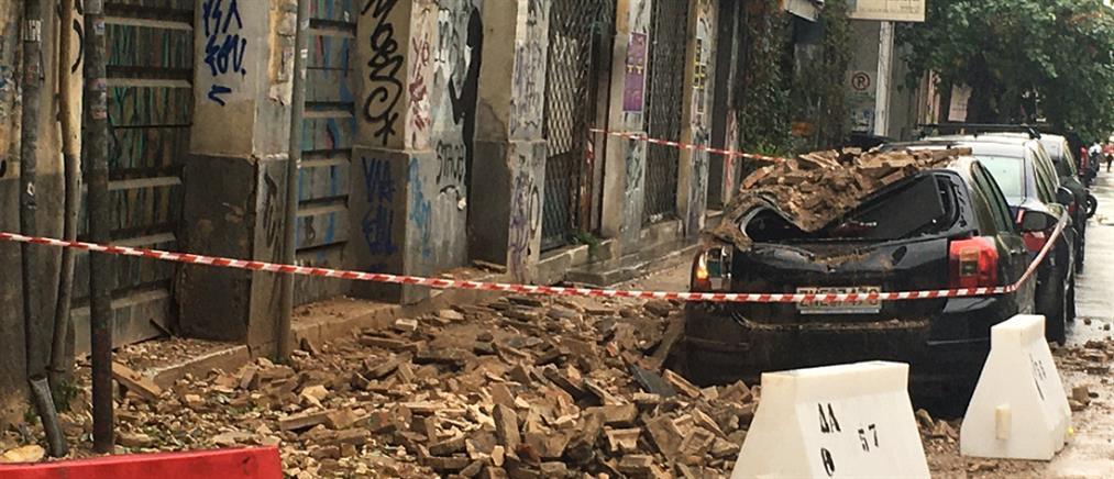 Κακοκαιρία: κατάρρευση στέγης στο Μεταξουργείο (εικόνες)