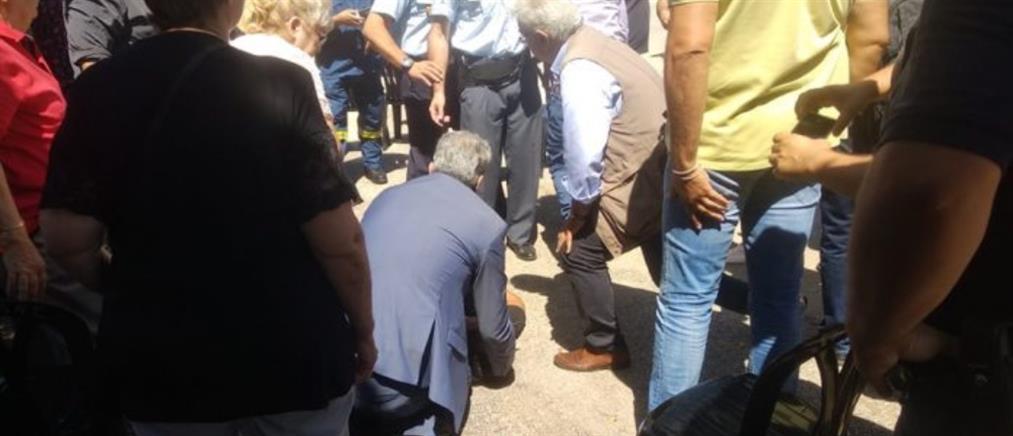 Ο Πολάκης έδωσε τις πρώτες βοήθειες σε άνδρα που έπαθε επιληπτική κρίση (εικόνες)