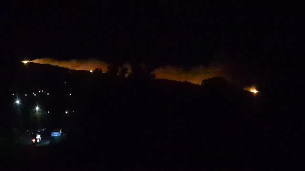 Φωτιά στην Κάρυστο: Μεγάλη κινητοποίηση των πυροσβεστικών δυνάμεων