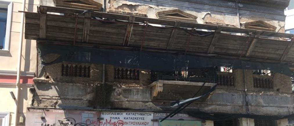 Κατέρρευσε σπίτι στην Ερμού από τον σεισμό