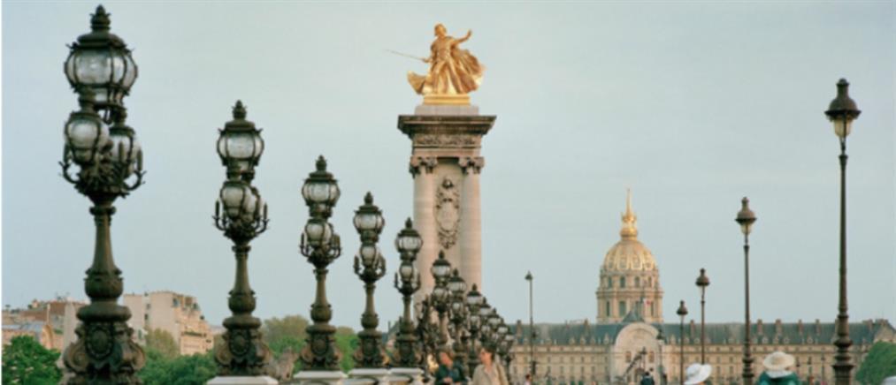 """""""Ήρωες"""" μυθοπλασίας σε... μνημεία του Παρισιού (εικόνες)"""