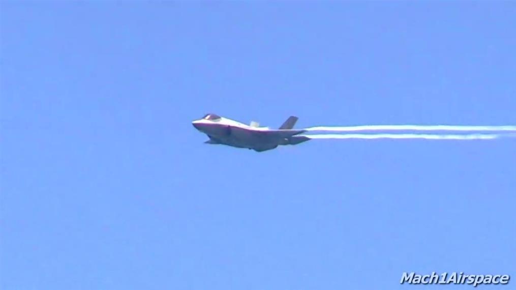 F-35 Air Show: ελιγμοί πάνω από τα κεφάλια λουόμενων στο Μαϊάμι