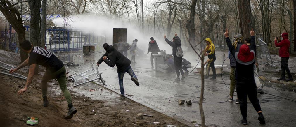 Πρόκληση Τσαβούσογλου: απάνθρωπη η συμπεριφορά της Ελλάδας σε πρόσφυγες και μετανάστες