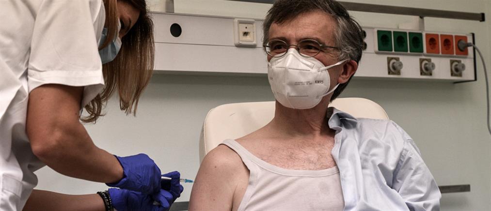 """Εμβολιάστηκε ο Σωτήρης Τσιόδρας: """"Η στιγμή που περιμέναμε, επιτέλους ήρθε!"""""""
