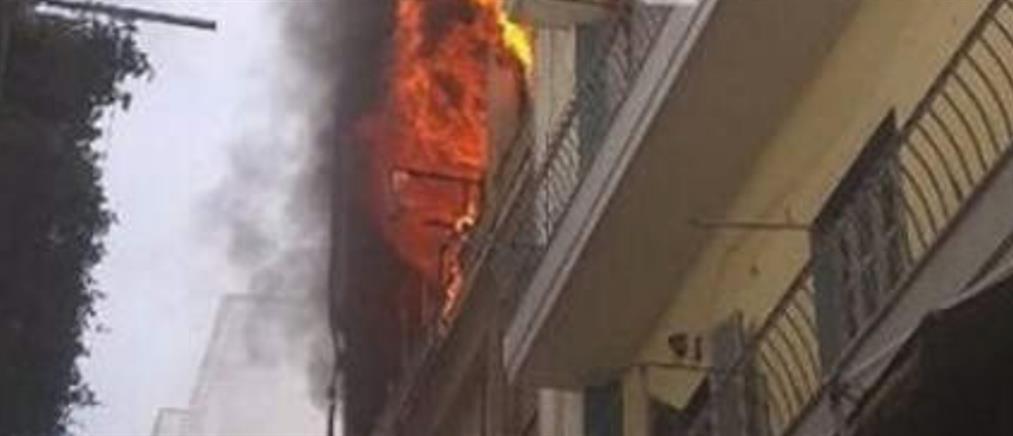 Θεσσαλονίκη: Φωτιά σε πολυκατοικία (εικόνες)