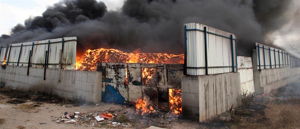 Εμπρησμός η φωτιά στο εργοστάσιο ανακύκλωσης στον Ασπρόπυργο