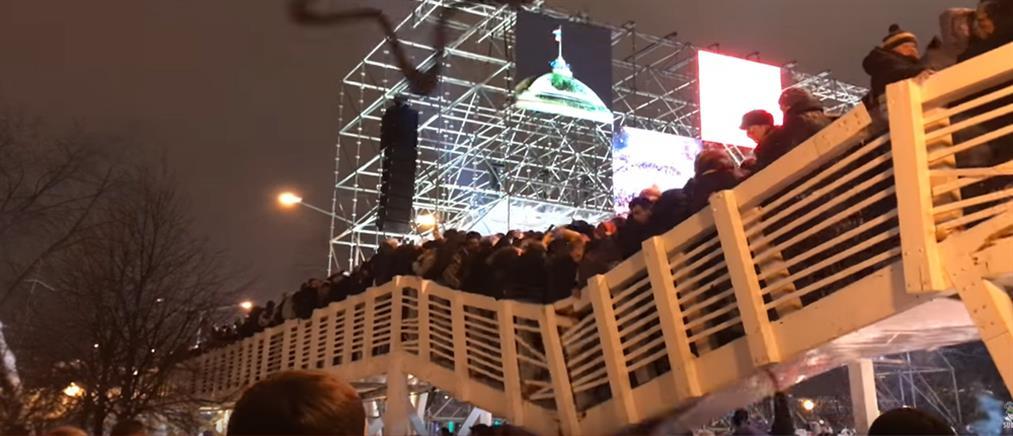 Μόσχα: κατάρρευση γέφυρας γεμάτης κόσμο! (εικόνες)