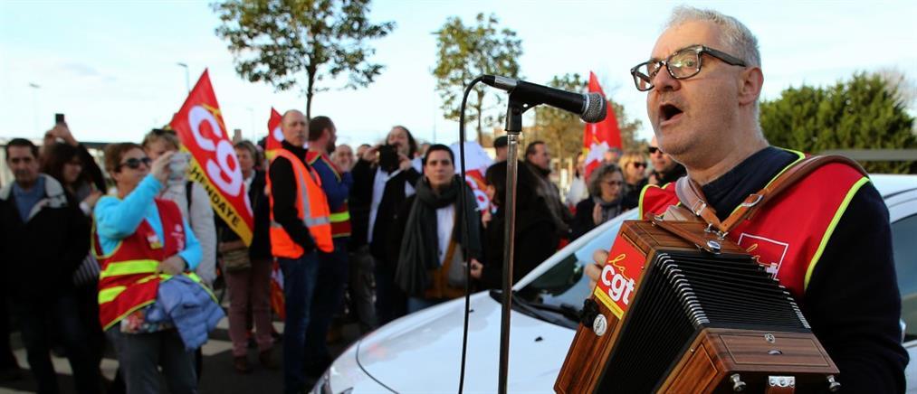 Γαλλία: Σε απεργιακό κλοιό εν μέσω γιορτών