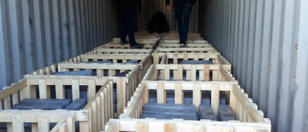 Μεγάλη ποσότητα ναρκωτικών χαπιών εντοπίστηκε στο λιμάνι του Πειραιά (εικόνες)