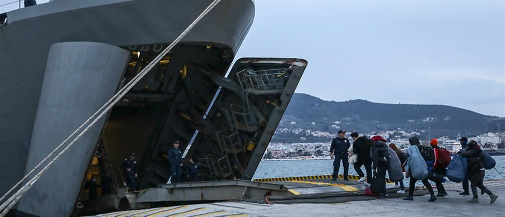 """Μυτιλήνη: ελάχιστοι παράτυποι μετανάστες μεταφέρθηκαν στο αρματαγωγό """"Ρόδος"""""""