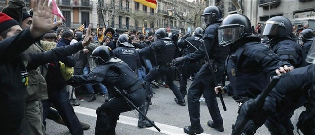 Επεισοδιακές διαδηλώσεις στη Βαρκελώνη για τη σύλληψη Πουτζντεμόν (βίντεο)
