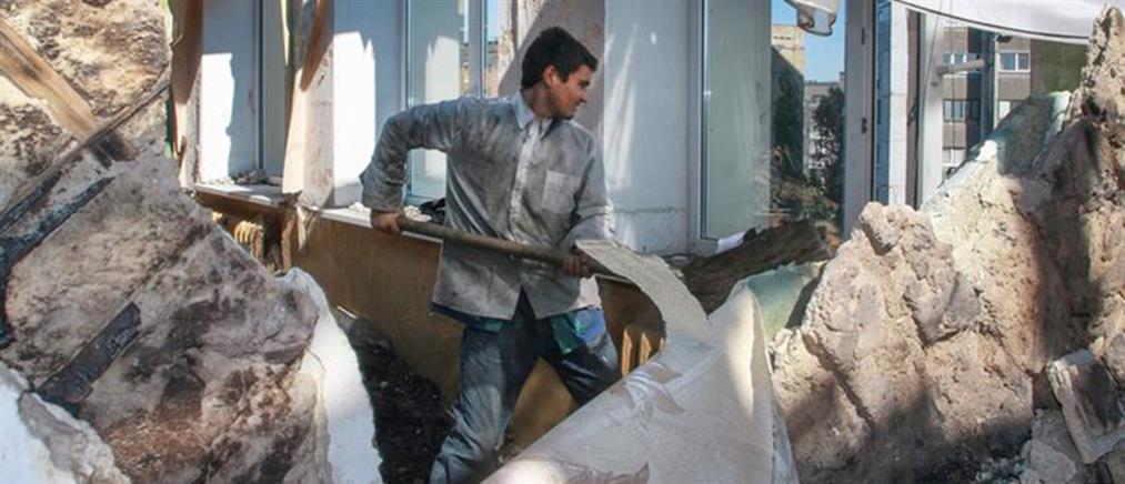 Ουκρανοί αιχμάλωτοι πολέμου κάνουν καταναγκαστικά έργα