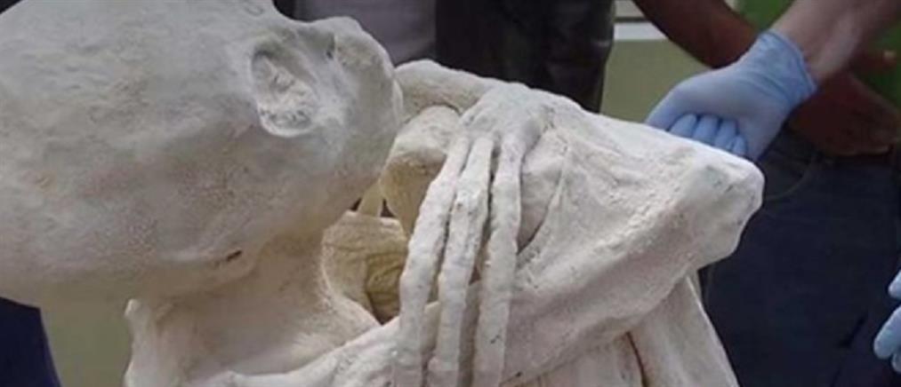 Εντοπίστηκε ανθρωποειδές με τρία δάχτυλα και μακρόστενο κρανίο (βίντεο)