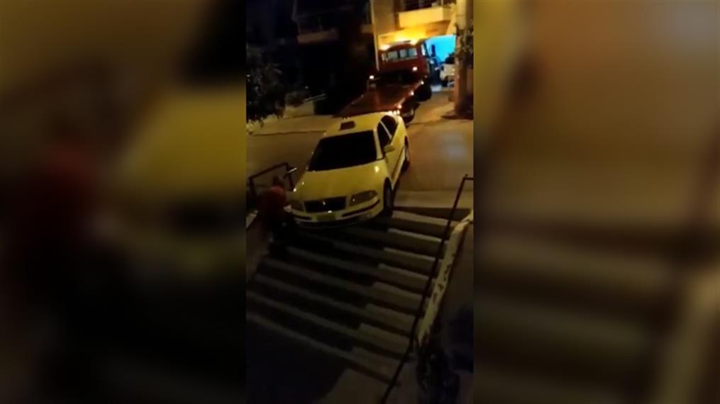 Ταξί «μέτρησε» όλα τα σκαλιά