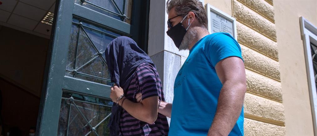 Επιδειξίας στη Νέα Σμύρνη: έρευνες και για βίαιες σεξουαλικές επιθέσεις