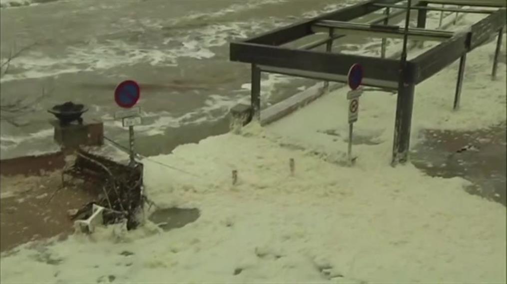 Η θάλασσα «έφαγε» την παραλία στην Ισπανία