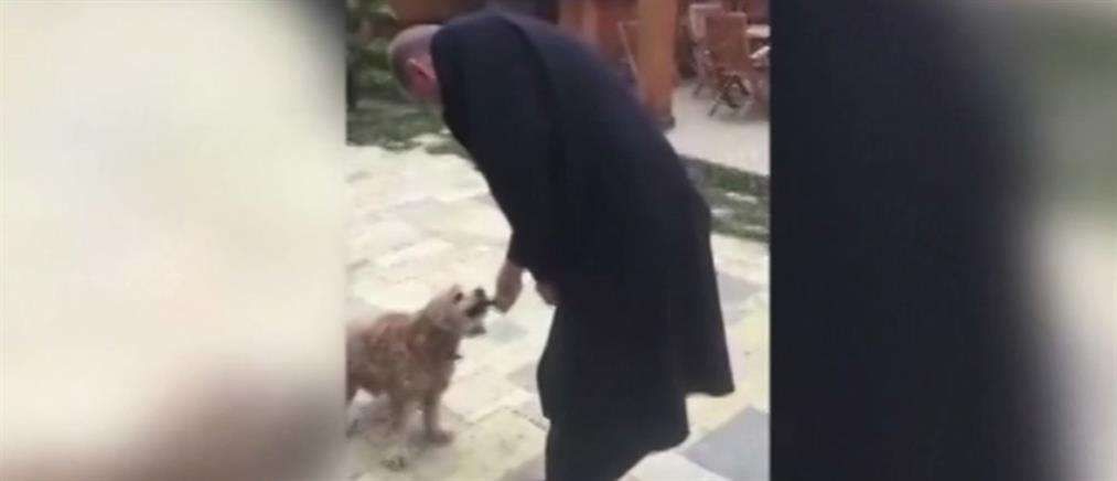 Το viral βίντεο με τον Ερντογάν να ταΐζει σκυλάκι