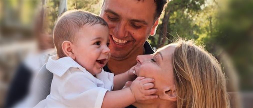 Τζένη Μπαλατσινού: Πρωινή γυμναστική με τον 10 μηνών γιο της!