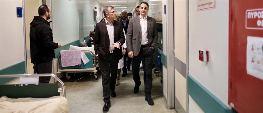 """Αιφνίδια επίσκεψη Μητσοτάκη στο Νοσοκομείο """"Αττικόν"""""""