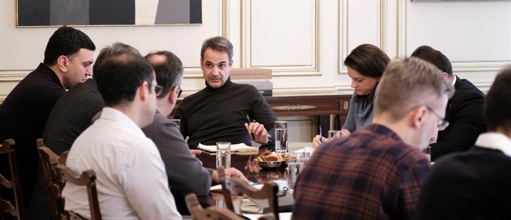 Κορονοϊός: διάγγελμα Μητσοτάκη και επαφές για νέα μέτρα