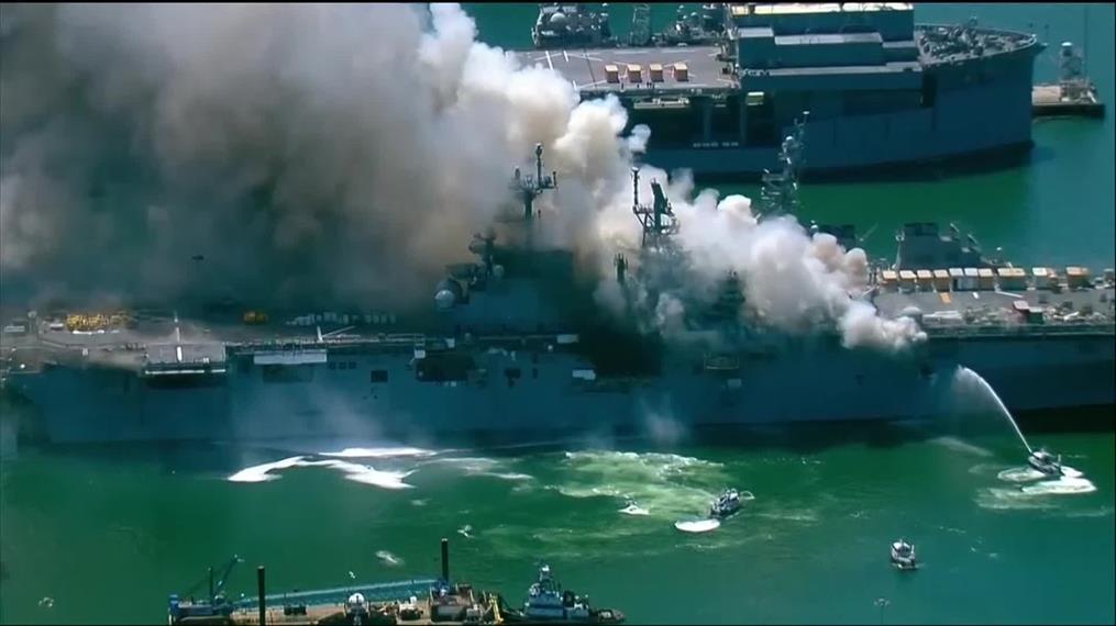 Φωτιά σε πλοίο του Πολεμικού Ναυτικού των ΗΠΑ