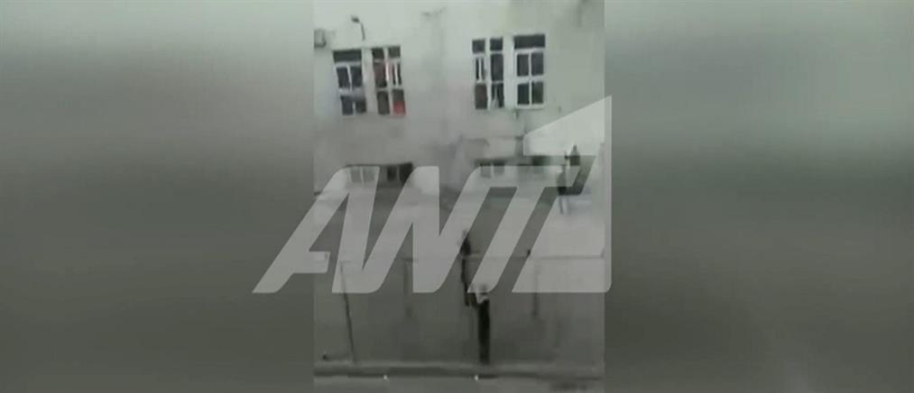 Επεισόδια με φωτιές στο ΚΥΤ Κορίνθου (εικόνες)
