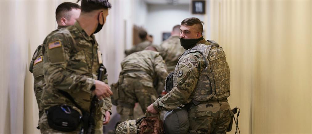 Εθνοφρουροί κοιμούνται μέσα στο Καπιτώλιο (εικόνες)