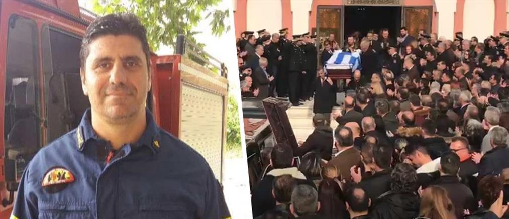 """""""Ράγισαν καρδιές"""" στην κηδεία του πυρονόμου (εικόνες)"""